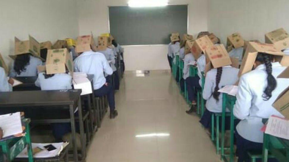 Первокурсникам колледжа в Индии одели коробки на головы / фото twitter.com/sidchat1