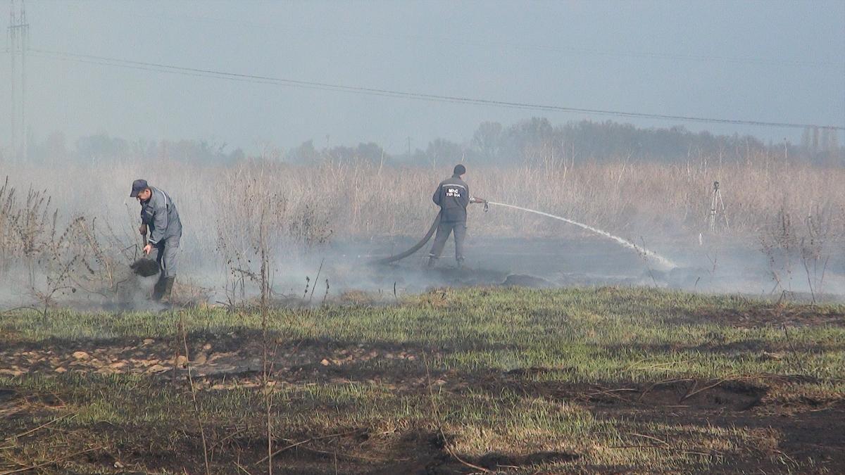 В Обухівському районі горить понад 1,4 гектара торфовищ / фото ДСНС