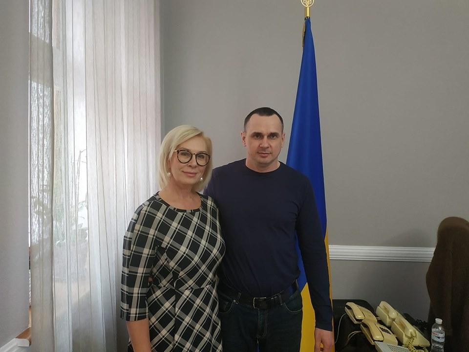 Денисова пообещала Сенцову способствовать в решении некоторых частных вопросов / фото facebook.com/denisovaombudsman