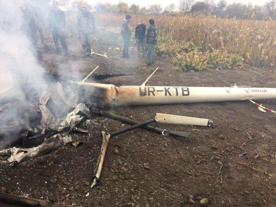Вертоліт впав на городах на околиці села Тарасенкова / Олександр Тахтай/Facebook