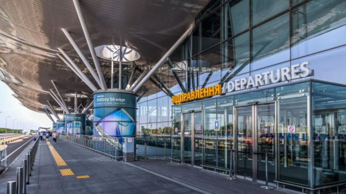 Пассажиры вынуждены были два часа просидеть в душном помещении в ожидании багажа / korupciya.com
