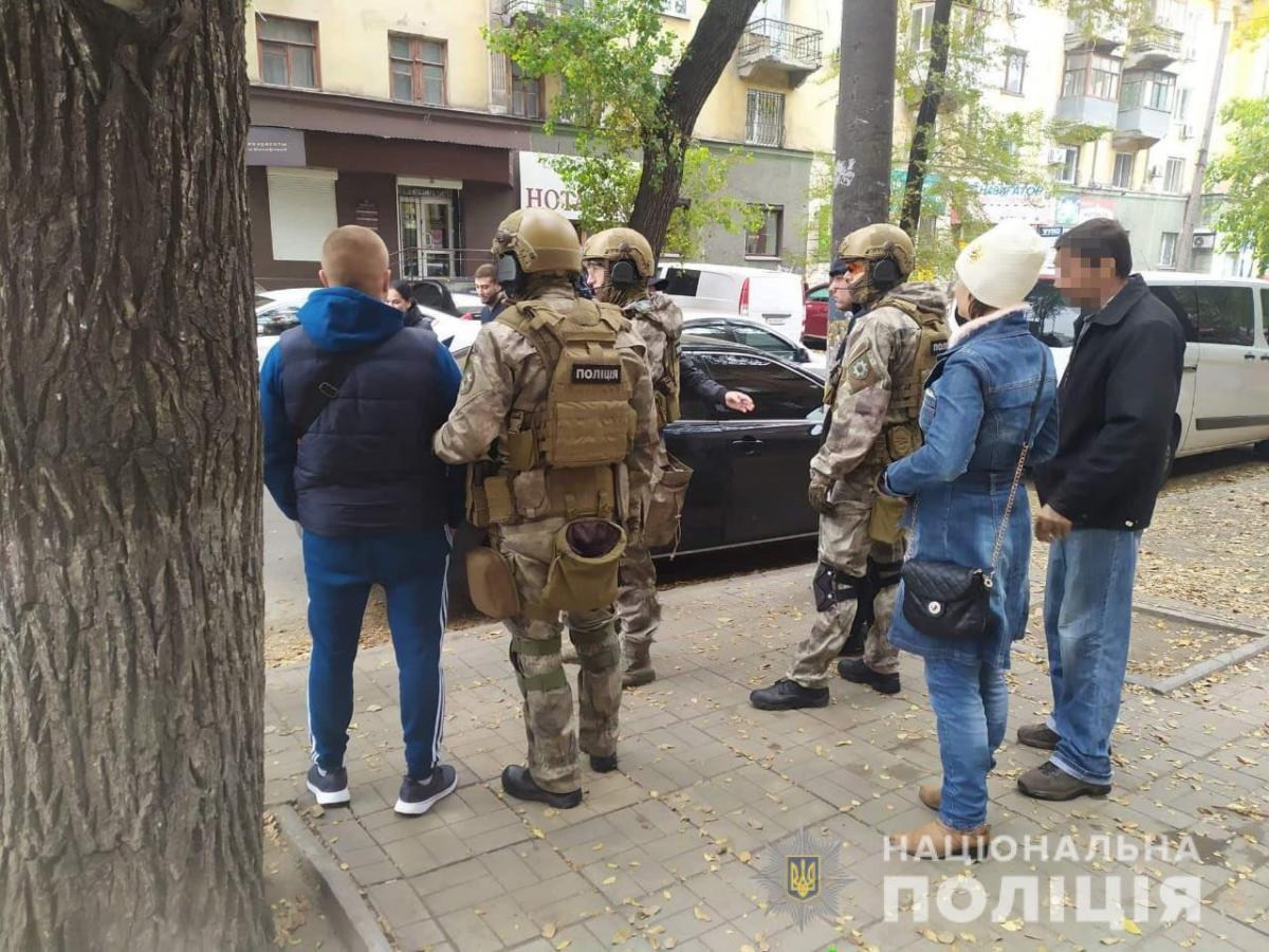 В ходе обысков изъяты балаклавы и оружие, которые использовались во время совершения преступлений / фото ГУ НП в Днепропетровской области