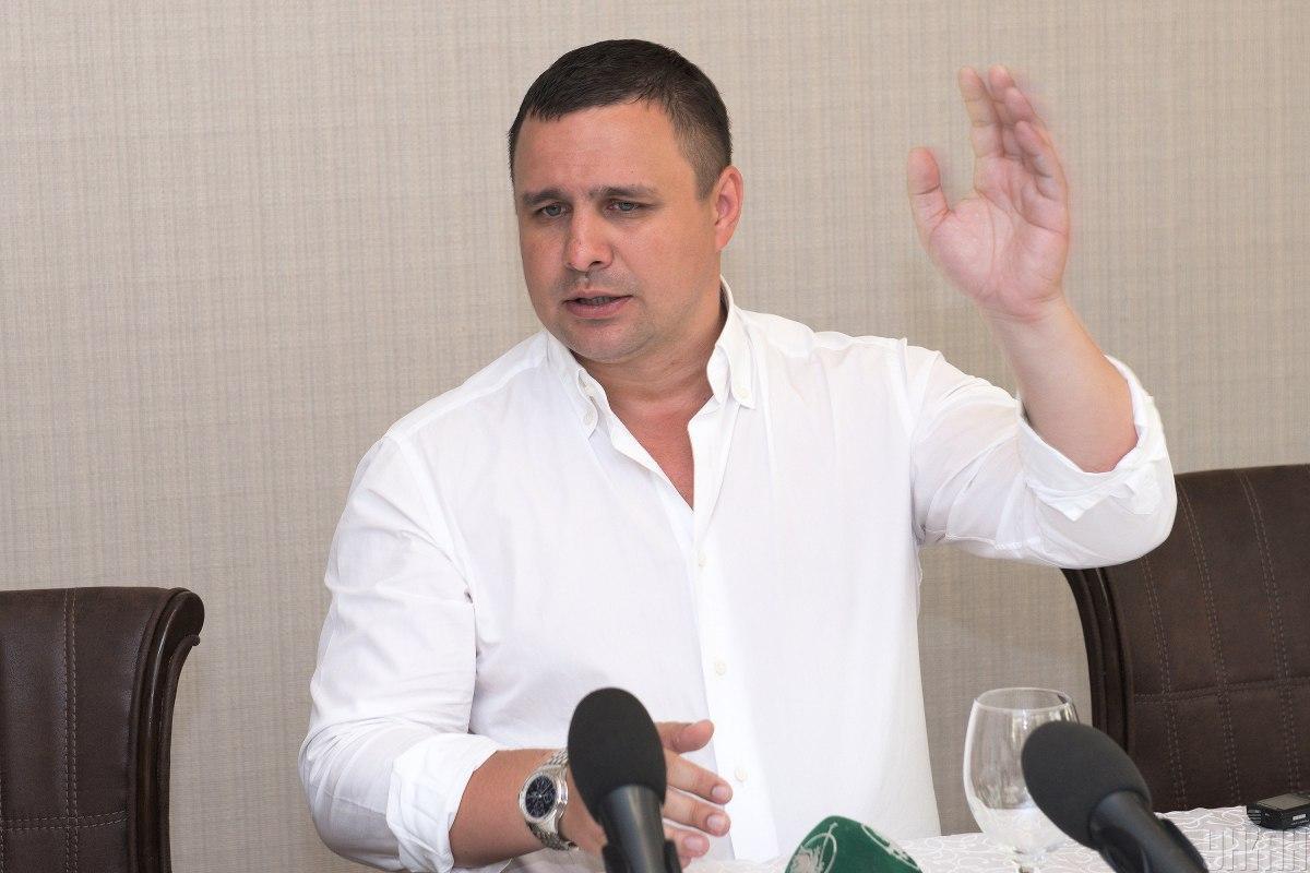 Напередодні Микитась намагався вилетіти з України, але правоохоронці зняли його з літака / фото УНІАН