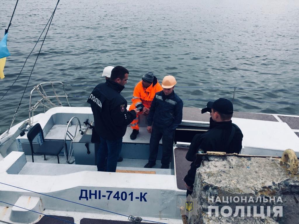 В лодке турки могли перевозить наркотики и другие запрещенные вещи / ГУНП Украины