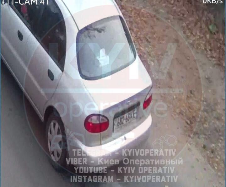 Похитительница приехала на автомобиле Daewoo Lanos серебряного цвета / facebook.com/KyivOperativ