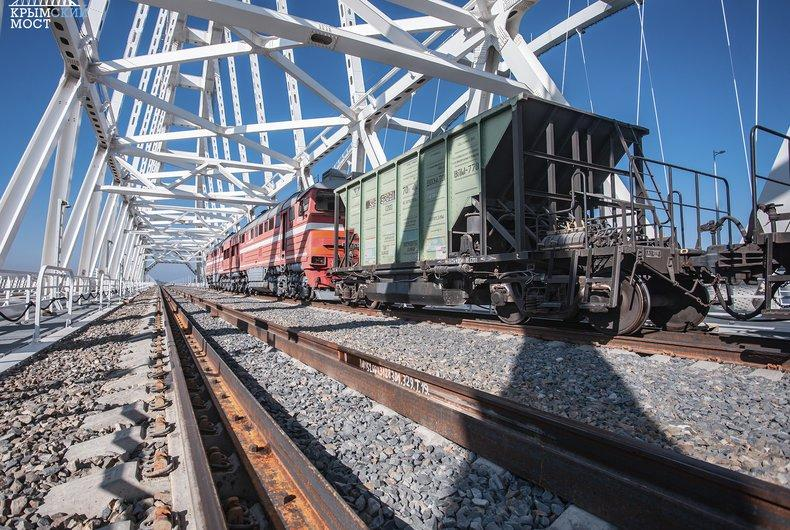Движение поездов по Крымскому мосту планируют запустить 9 октября / most.life