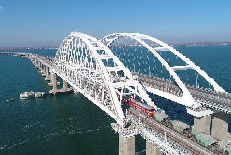 На мосту поставили блокпост / most.life
