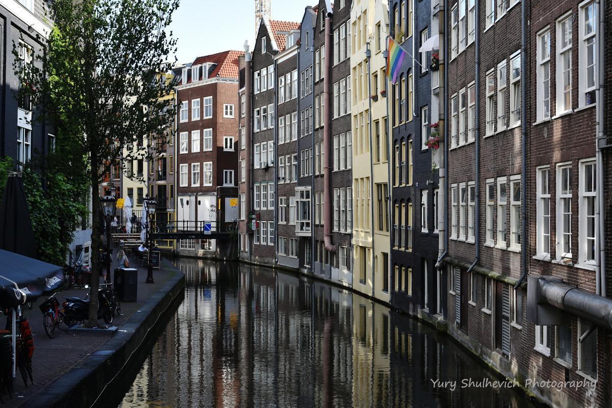 В Амстердамі будинки стоять на палях / фото Yury Shulhevich