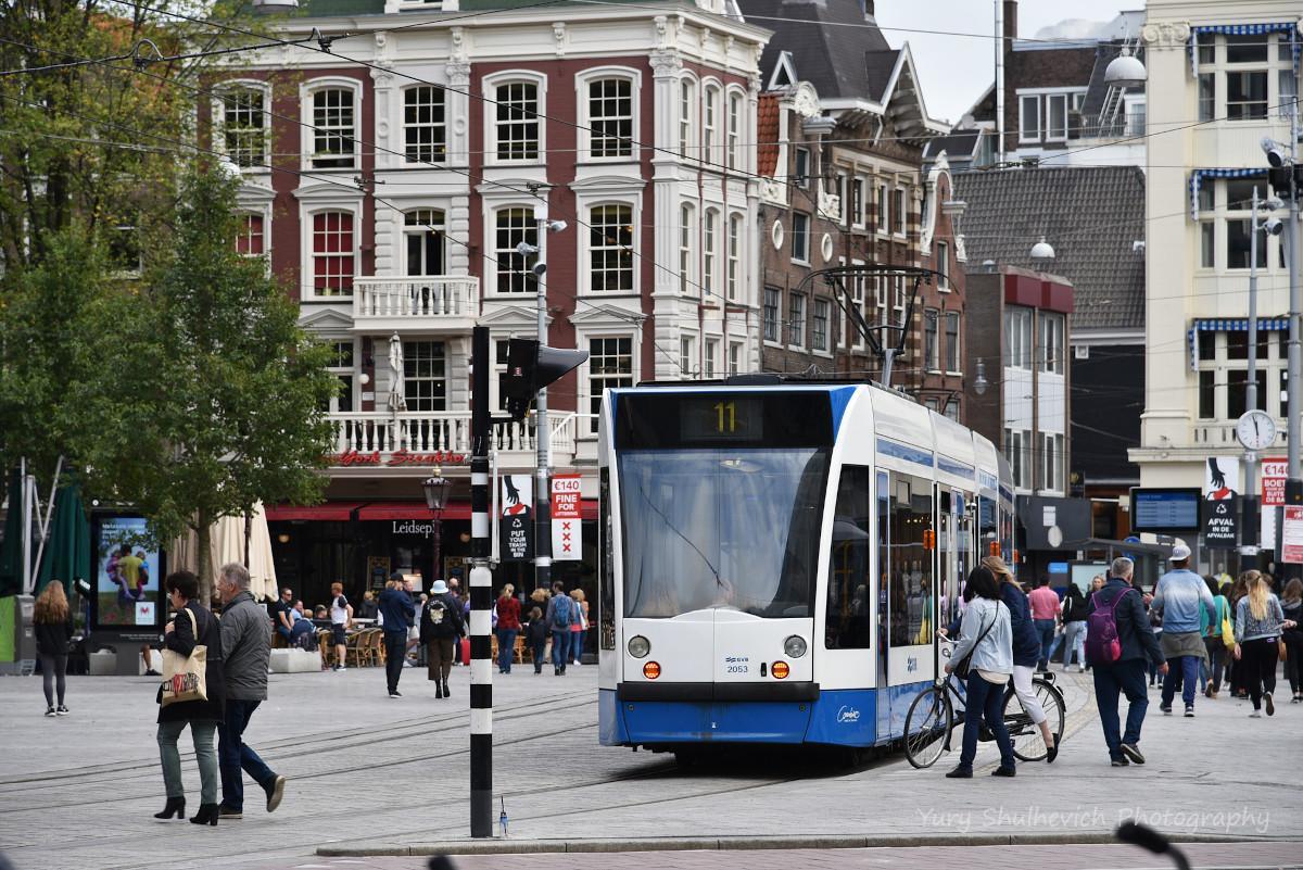 Трамвай в Амстердамі / фото Yury Shulhevich