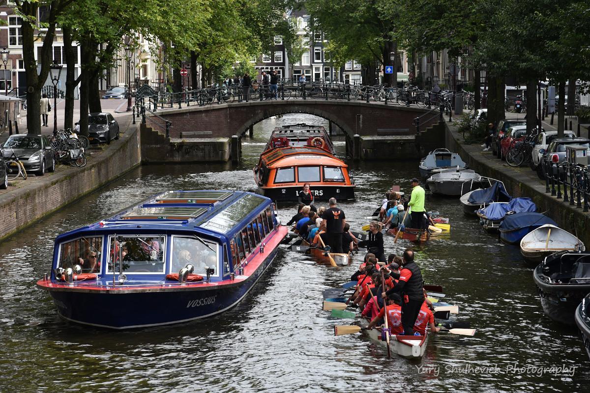 Амстердамські канали відомі у всьому світі / фото Yury Shulhevich