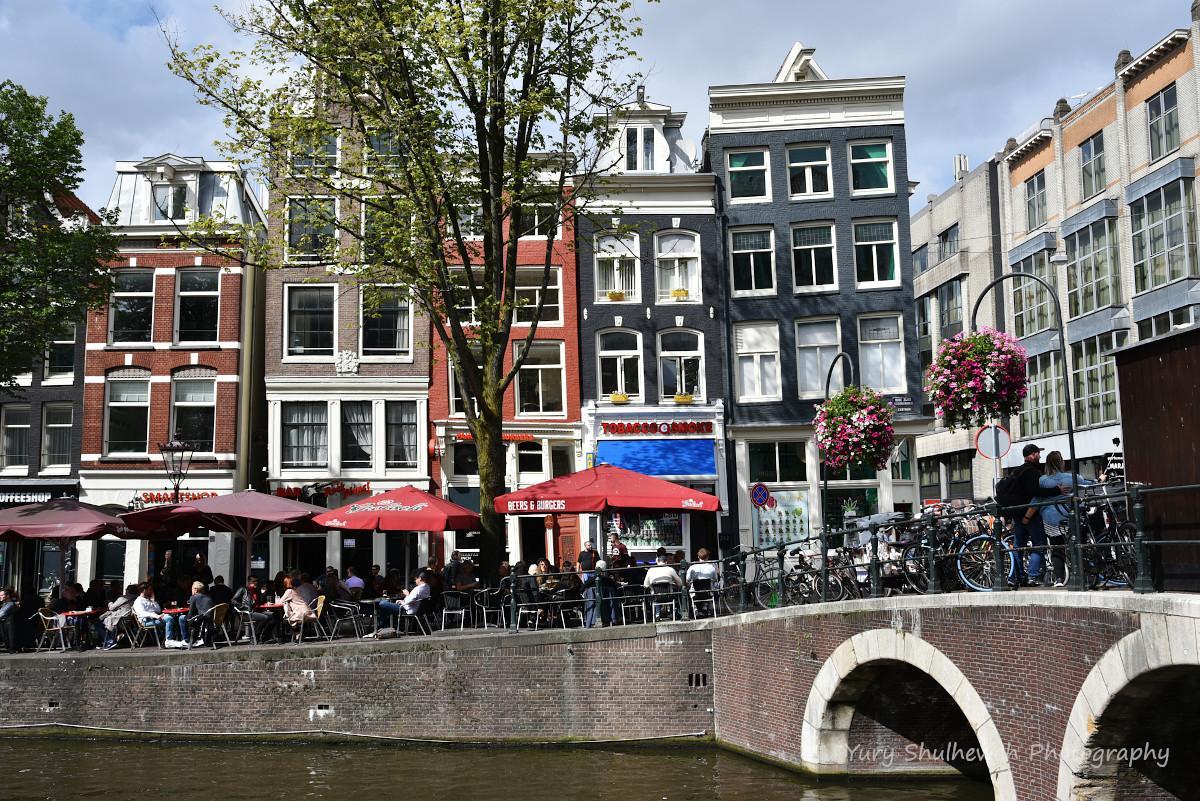 Амстердам знаходиться на висоті 2 метри нижче від рівня моря / фото Yury Shulhevich