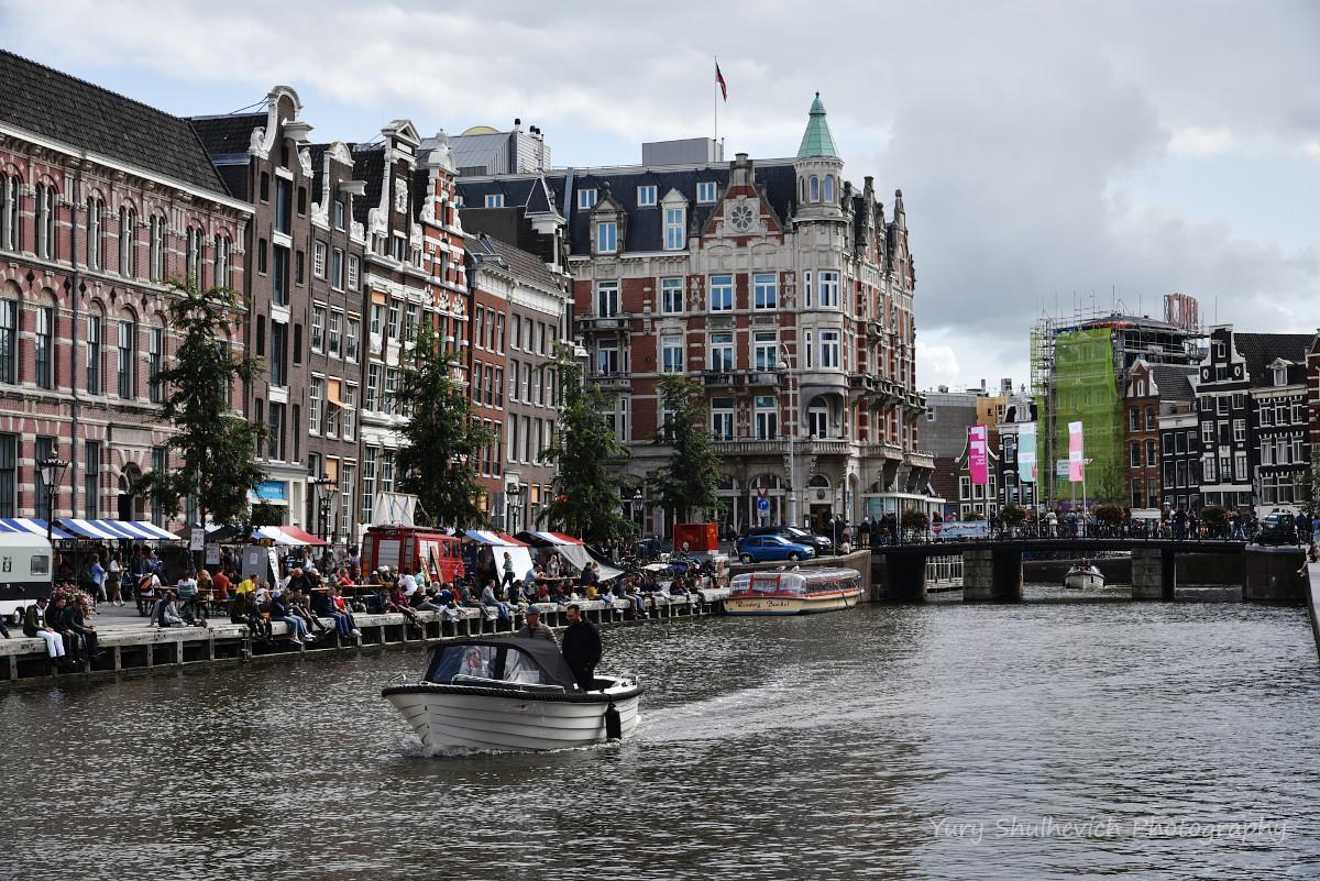 Амстердам перевантажений туристами / фото Yury Shulhevich