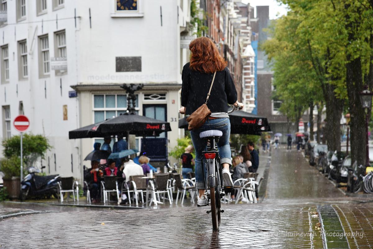 Голландці їздять на велосипедах і в непогоду / фото Yury Shulhevich