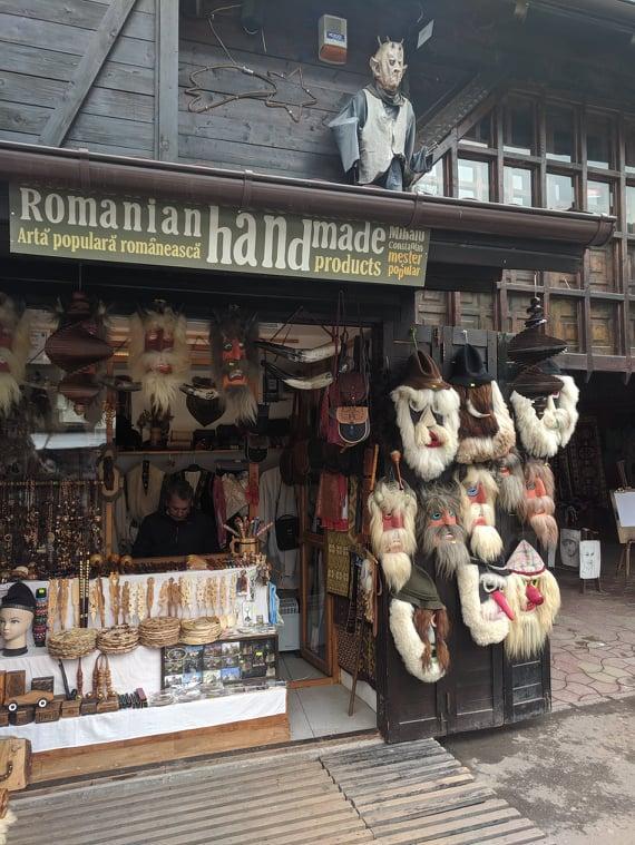 Cувенирный рынок у подножия Замка Бран / Фото Евгений Матюшенко