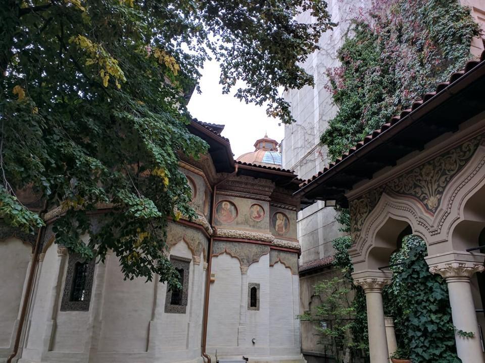 Внутренний дворик церкви Ставрополеос - Бухарест / Фото Юлия Максимова