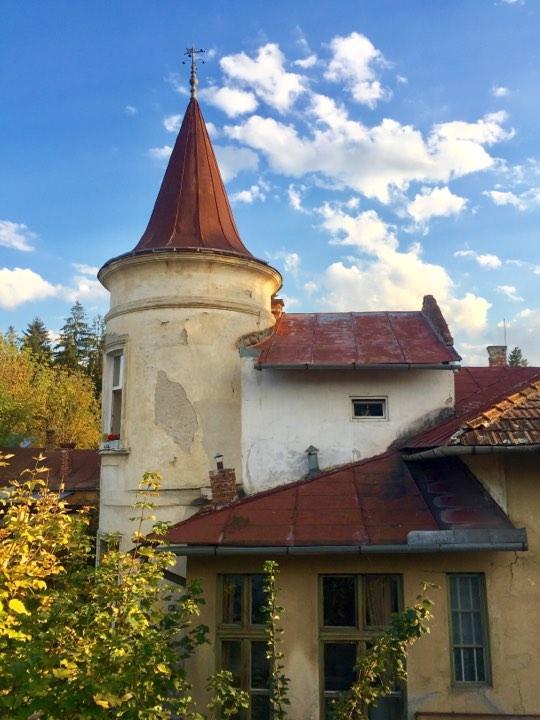 Клуж Напока - тихий дворик недалеко от Ботанического сада / Фото Дарья Мацкевич