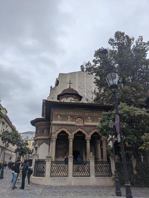 Церковь Ставрополеос в исторической части Бухареста / Фото Евгений Матюшенко