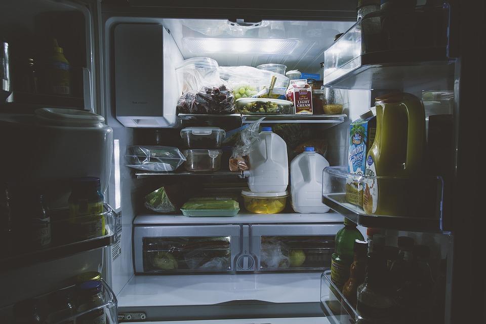 Чем опасен поздний прием пищи / фото pixabay.com