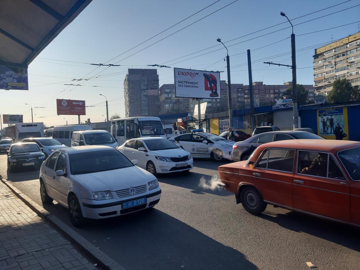 На Донецком на шоссе образовался большой затор / фото Facebook Денис Селин