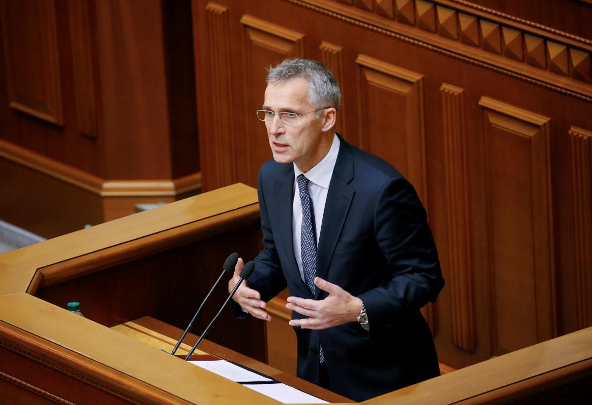 За його словами, в Альянсі бачать, як Росія розмістила війська всупереч волі різних урядів у країнах, які знаходяться в безпосередній близькості з країнами-членами НАТО / фото REUTERS