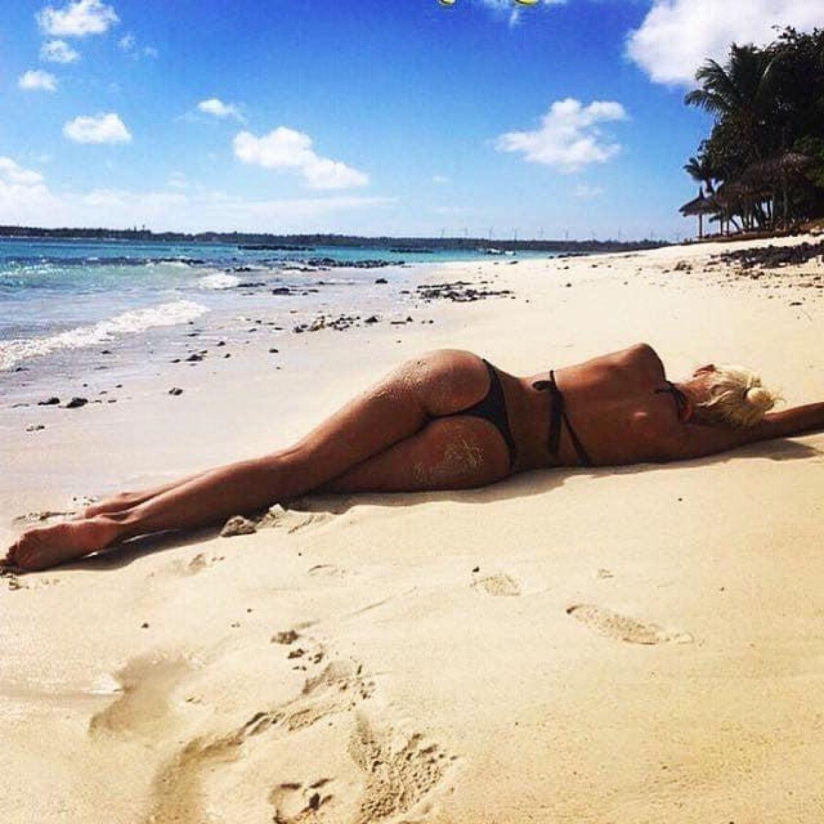 Кива и модель голые девушки на работах