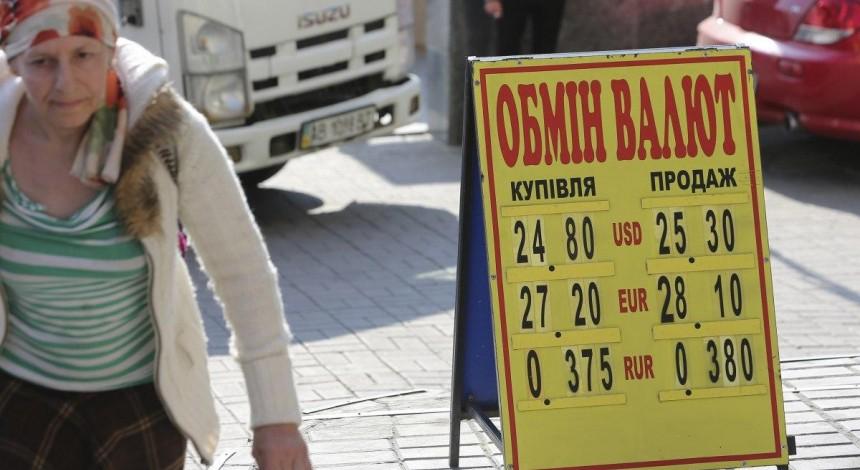 Почем сегодня валюта: доллар и евро подешевели в курсах Нацбанка