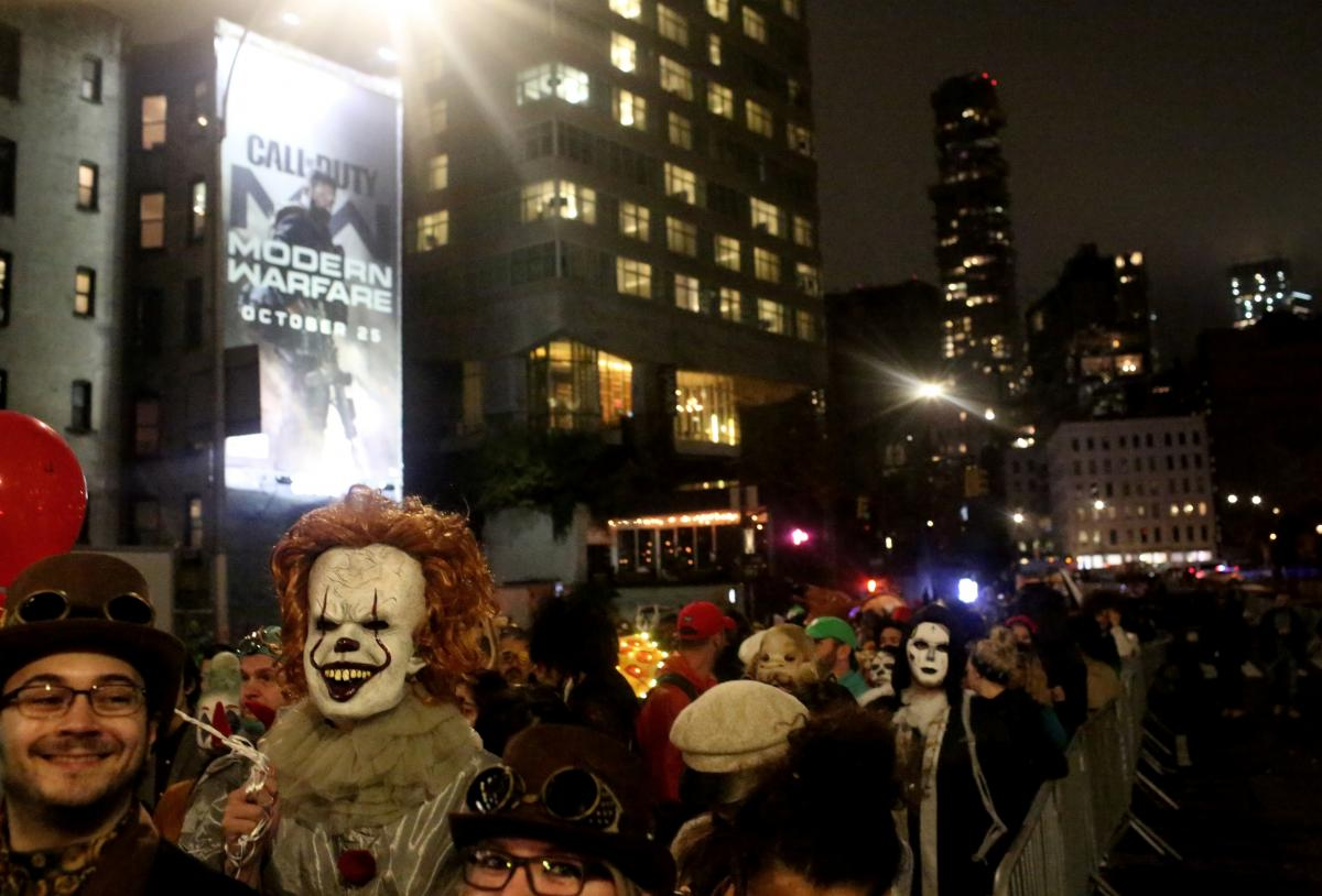 Костюмы злых клоунов всегда пользуются популярностью на Хэллоуин / Фото REUTERS
