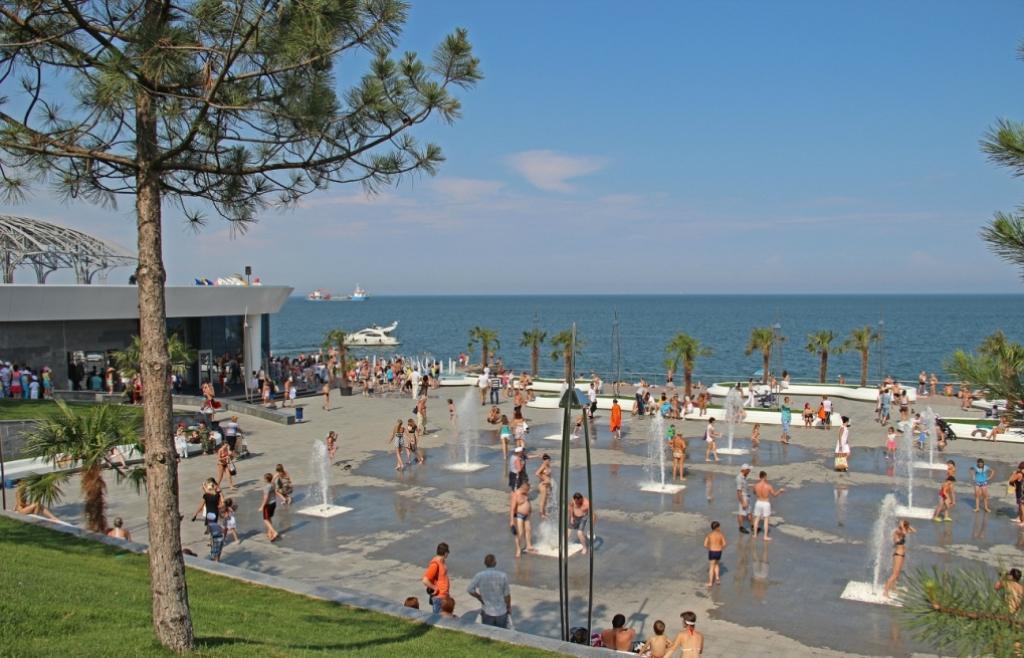 По словам чиновников, отдыхать на местные пляжи приезжают, как правило, жители других регионов Украины и ближнего зарубежья / фото travelodessa