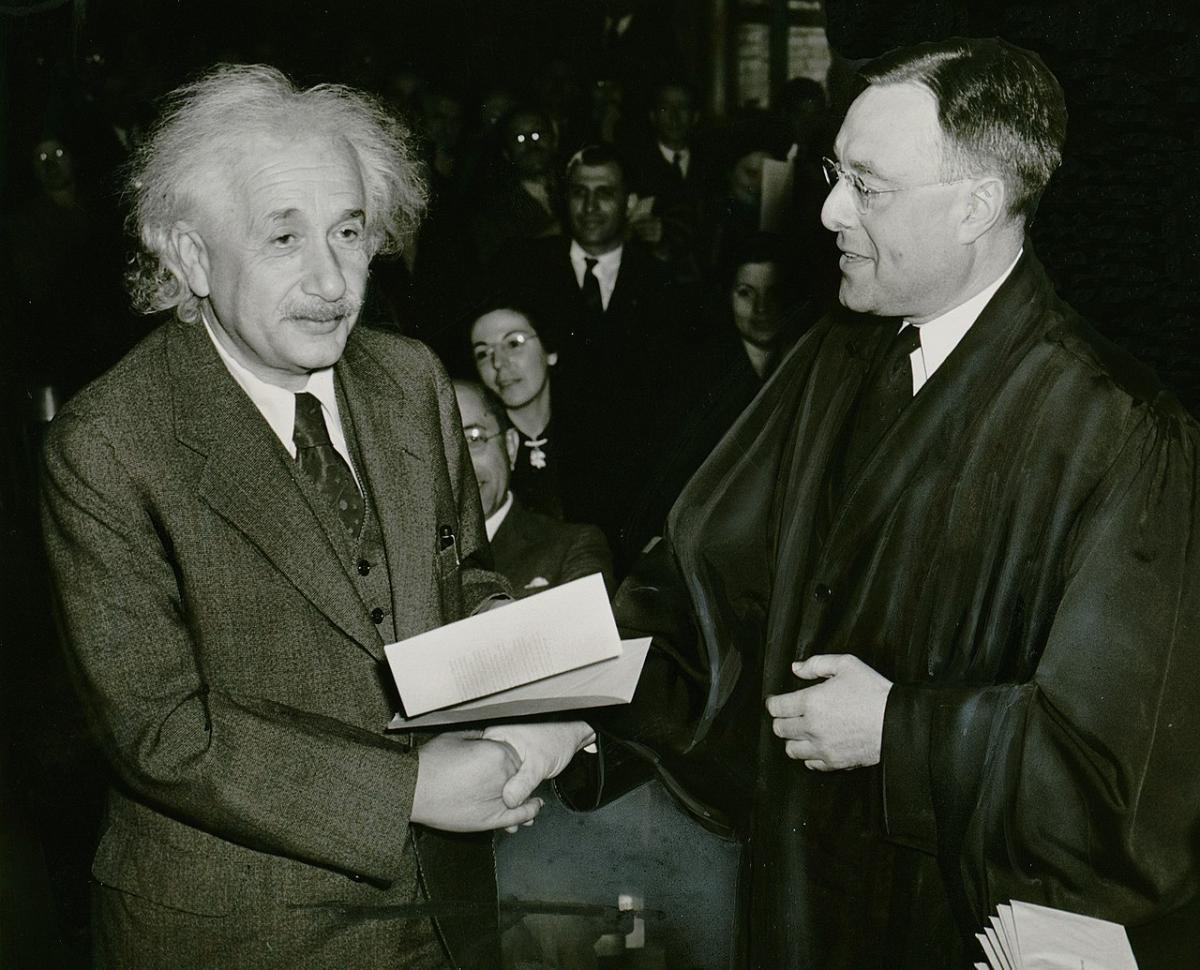 6 ноября 1919 года в Лондоне было объявлено о триумфальном подтверждении Общей теории относительности Эйнштейна / New York World-Telegram and the Sun Newspaper Photograph Collection
