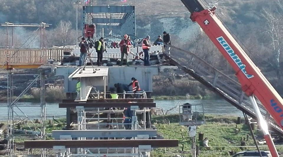 На будівельний майданчик доставили 40-тонний кран / Луганська ОДА