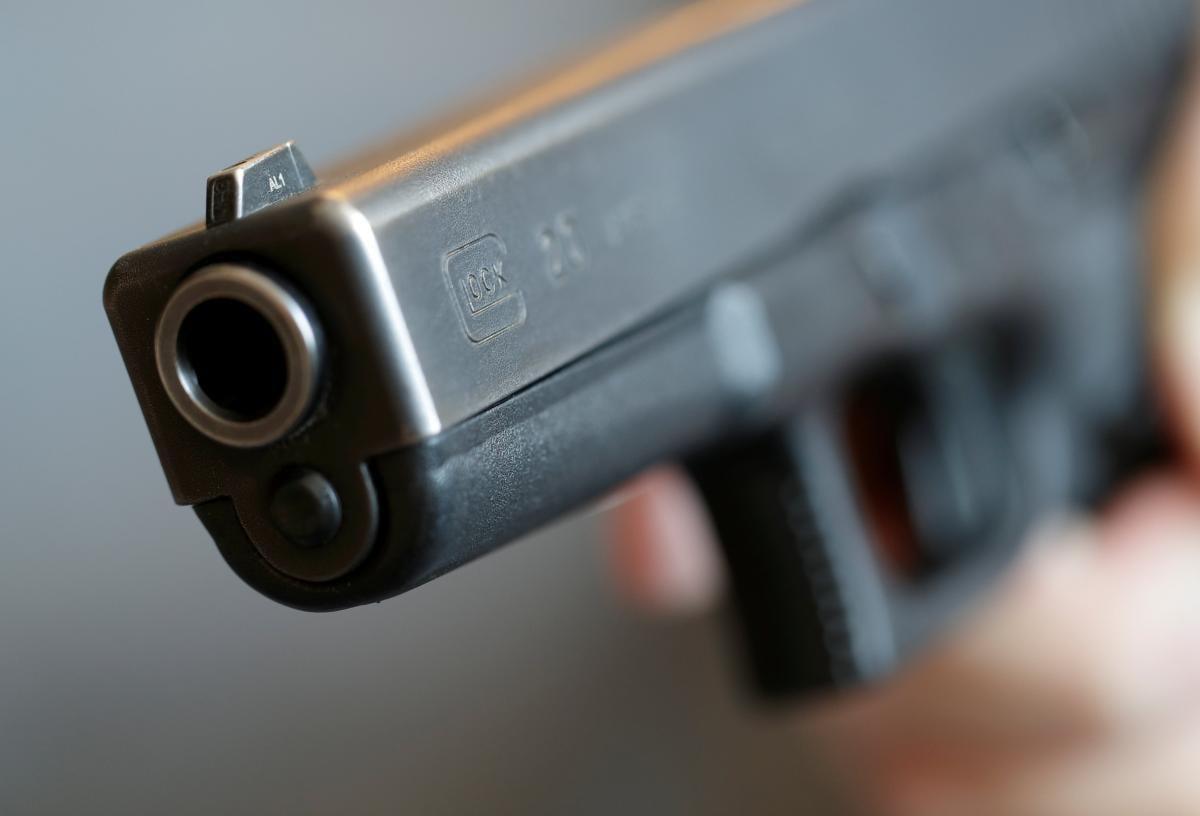 Юношу, который стрелял, разыскивает полиция / фото REUTERS