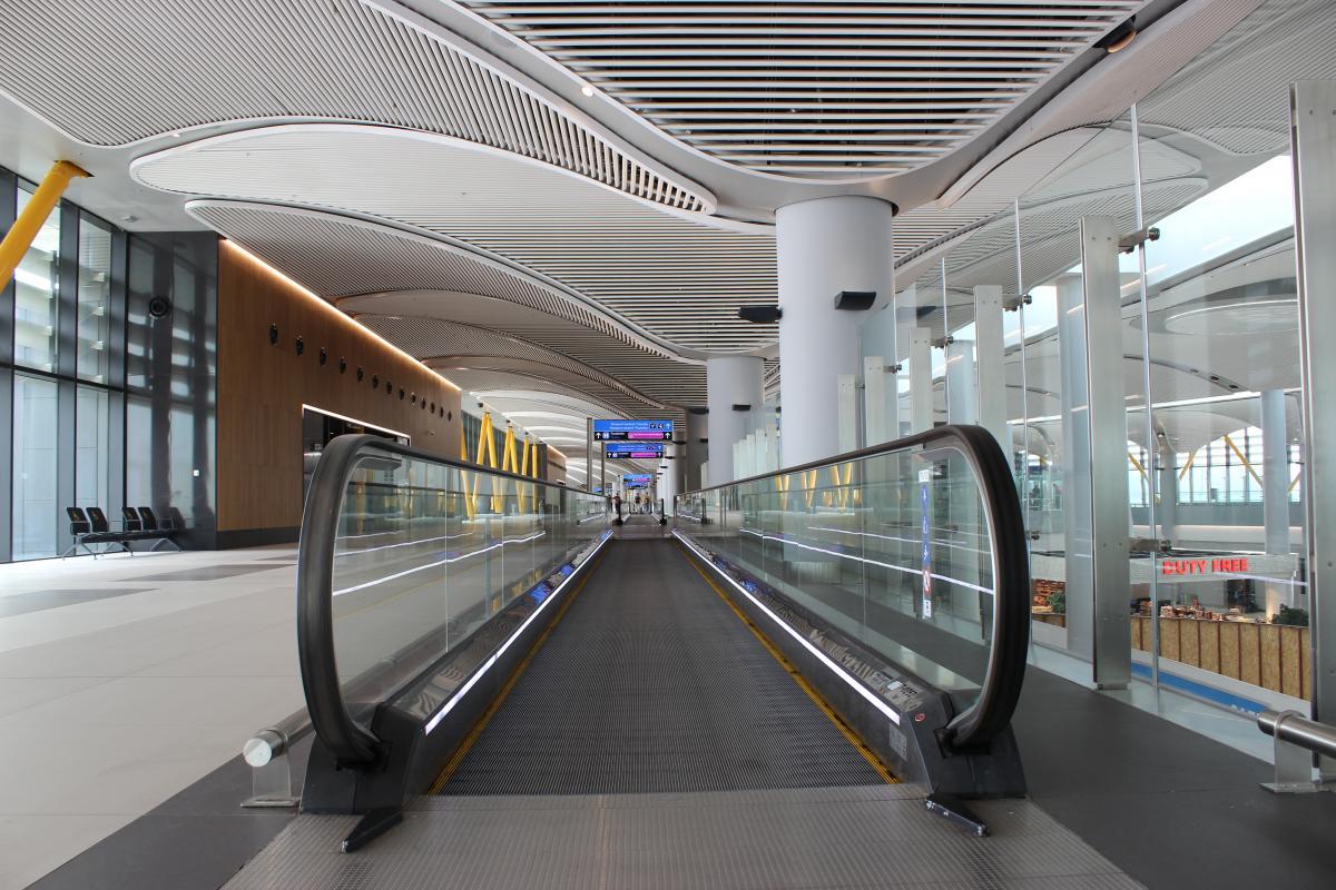 Новий термінал стабульського аеропорту просто величезний / Фото Олександр Куницький
