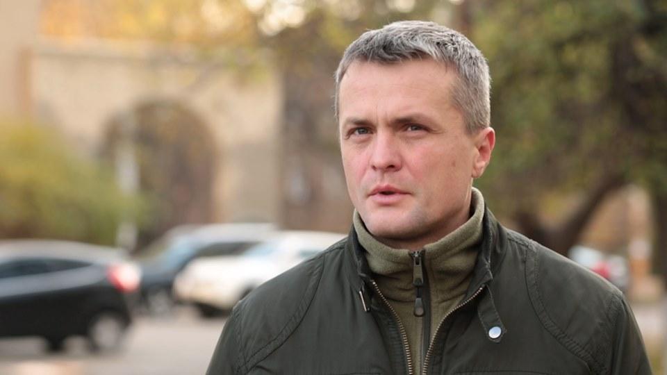 Журналіст та активіст Ігор Луценко згадує, як у Києві тітушки захоплювали книжковий магазин «Сяйво»
