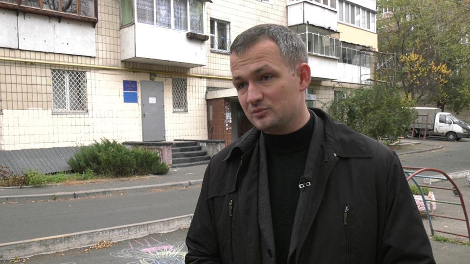 Юрій Левченко розповідає, що Денис Комарницький був відповідальний за формування сітки підкупу виборців за Черновецького / фото УНІАН