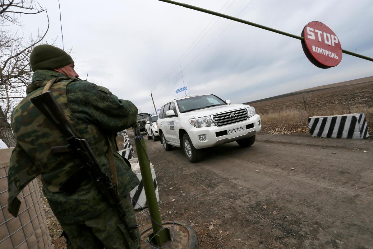 Бойовики затримали патруль місії у складі семи співробітників / фото REUTERS