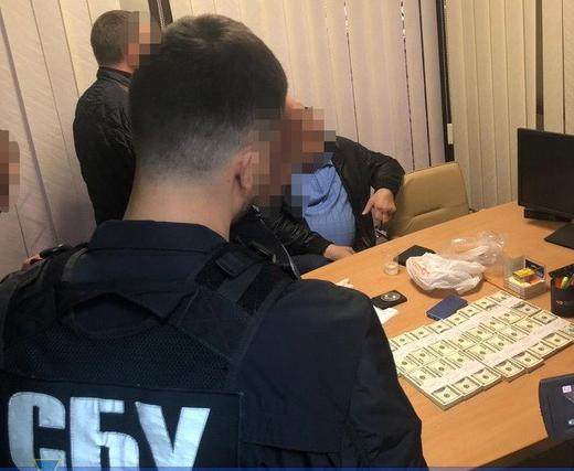 Экс-чиновника задержали во время получения 200 тысяч долларов / ssu.gov.ua