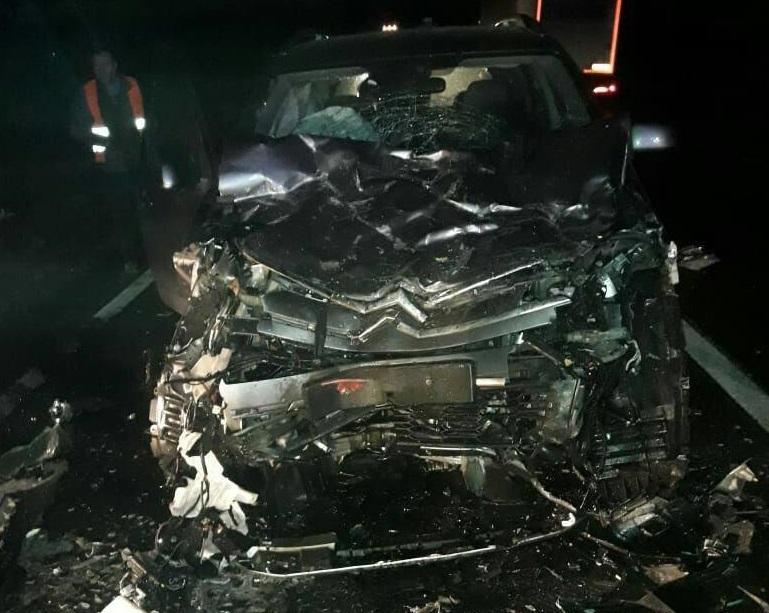 Одна із автівок сильно пошкоджена / фото: lv.npu.gov.ua