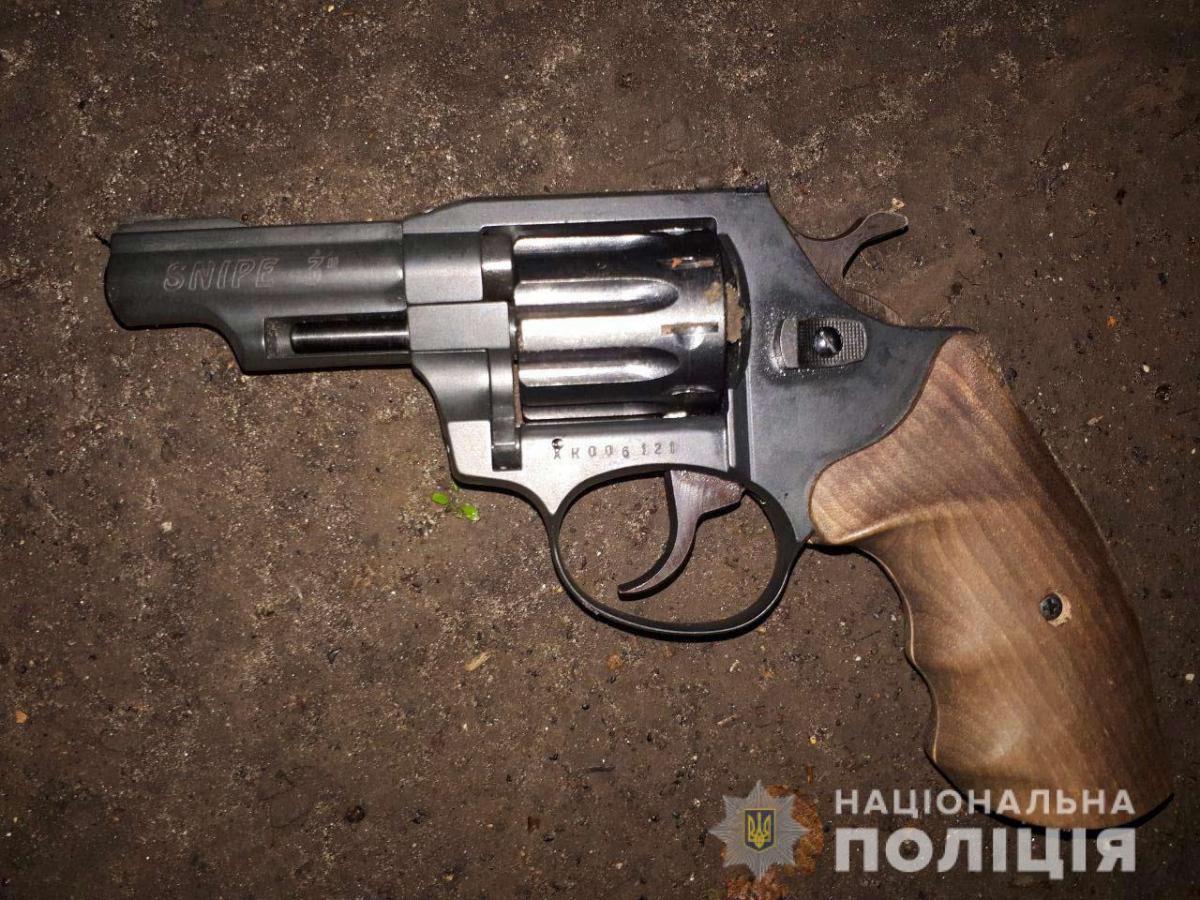 Студент стріляв із пневматичного пістолета / фото ГУ НП в Дніпропетровській області
