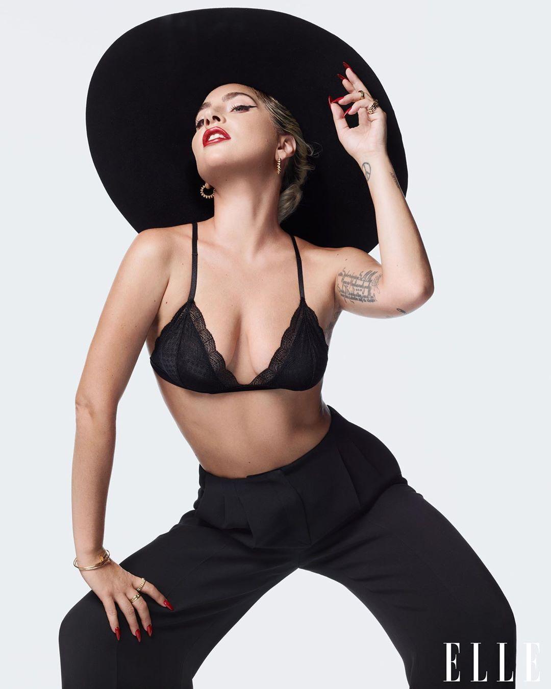 Певица позировала в бюстгальтере / instagram.com/elleusa