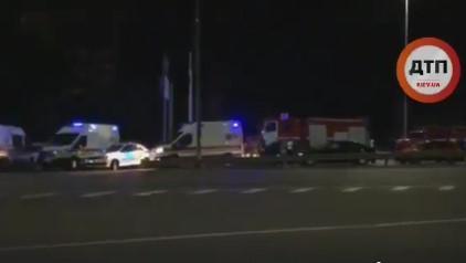 """В соцсетях сообщают о """"теракте"""" в Киеве – на крышу авто кинули взрывчатку, много пострадавших"""