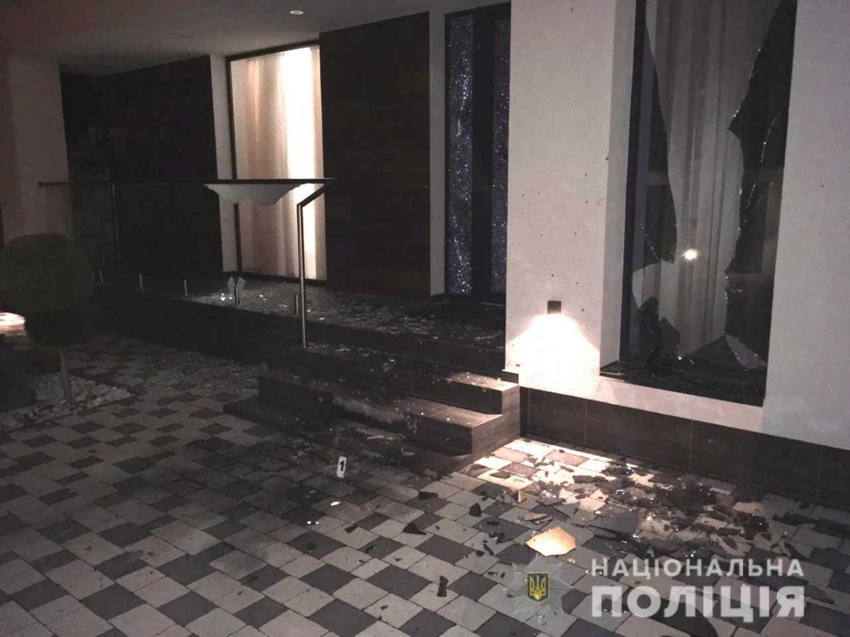 Неизвестный подбросил гранату во двор ночью / фото ГУ НП в Ривненской области