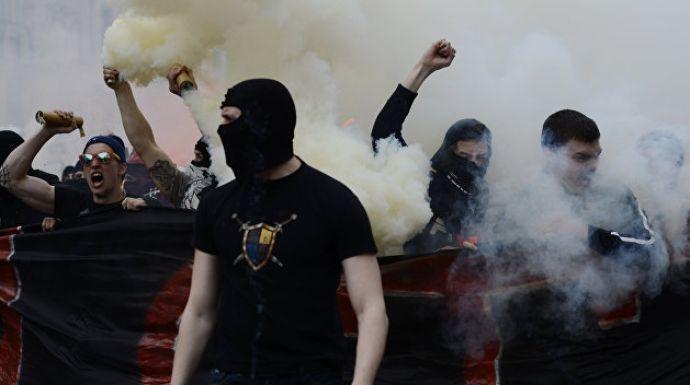 Від дій фанатів постраждали поліцейські / фото: footboom.com