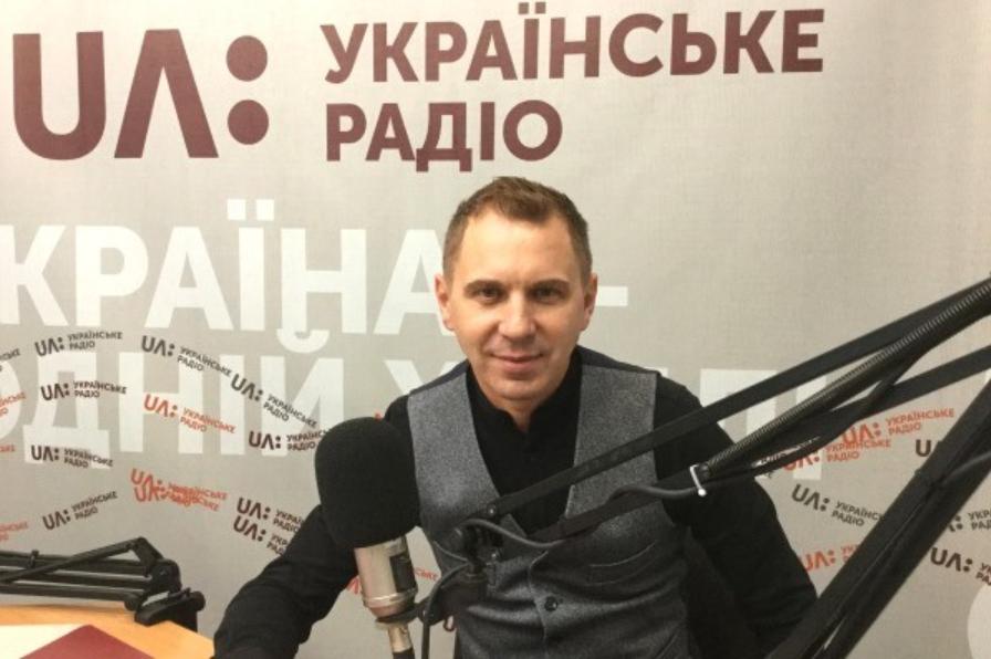 Текст радіодиктантузачитає доцент КУБГ Олександр Авраменко / фото suspilne.media