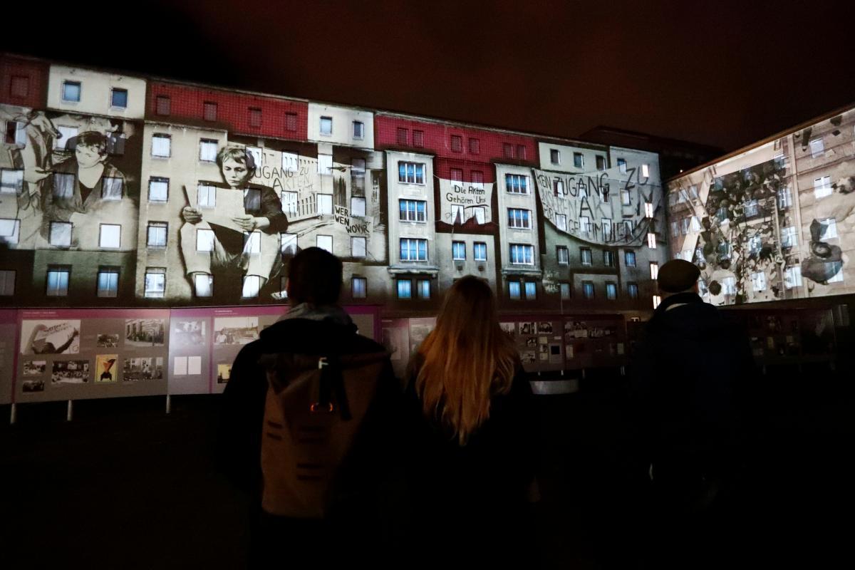 Инсталляция по случаю падения Берлинской стены / Фото REUTERS