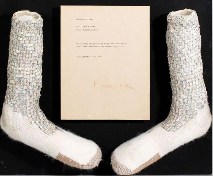 Картинки по запросу Знаменитые носки Майкла Джексона выставили на аукцион