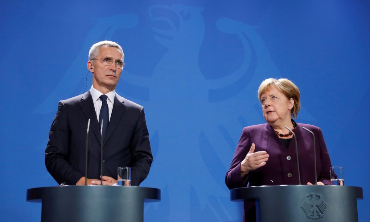 Йенс Столтенберг и Ангела Меркель / REUTERS