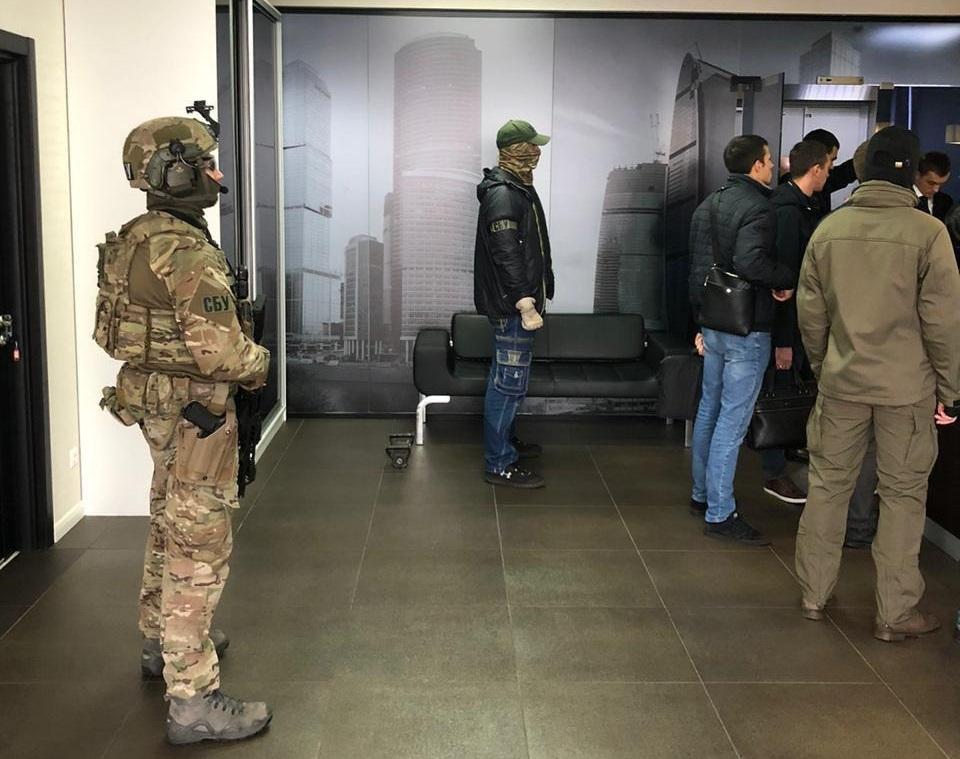 СБУ прийшла з обшукамидо офісу, який пов'язують зі нардепом Вадимом Столаром