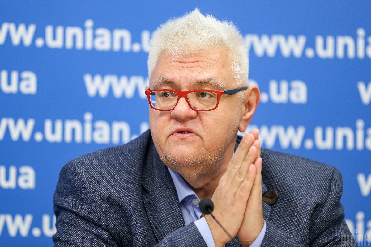 Сергей Сивохо напомнил, что основная масса людей, пересекающих линию разграничения, - это пожилые люди / Фото УНИАН