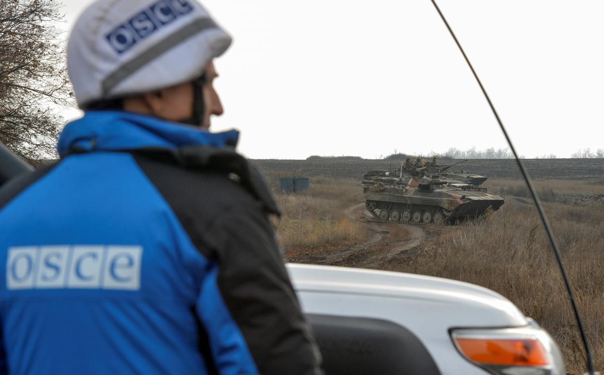 ТКГ новини - Україна обговорила з росіянами розведення сил і засобів на Донбасі / REUTERS