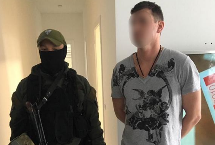 Затримані запідозрили прибиральницю у викраденні 20 тисяч доларів/ npu.gov.ua